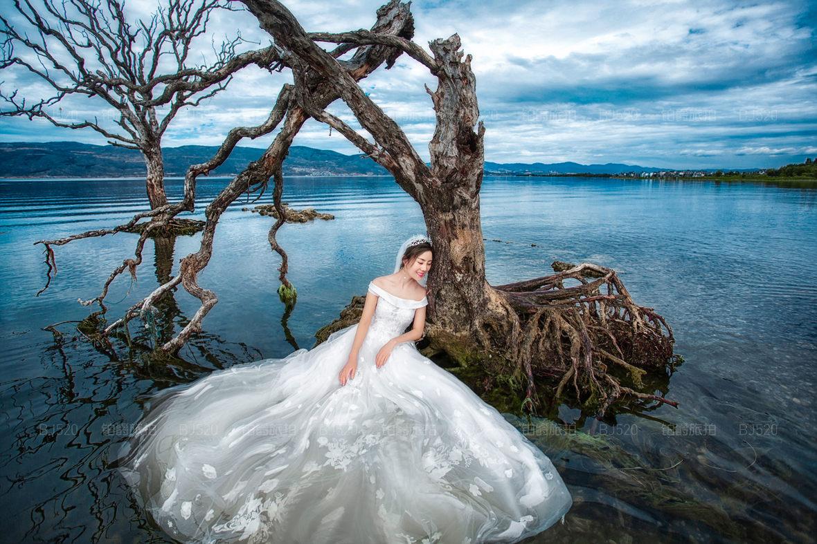 比基尼婚纱照姿势介绍 性感的婚纱照来一波